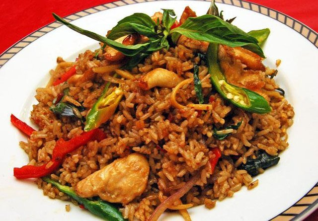 A good combination of stir-fried rice , chicken, vegetables and spicy chili-basil sauce - Spicy Basil Fried Rice at Herbal Thai
