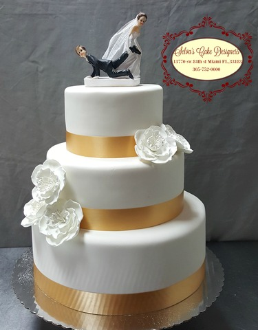 wedding cake at Selva's Cake Designers