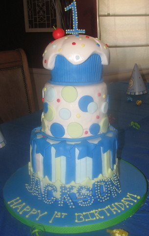 Cupcake Cake at Butterfly Sweets