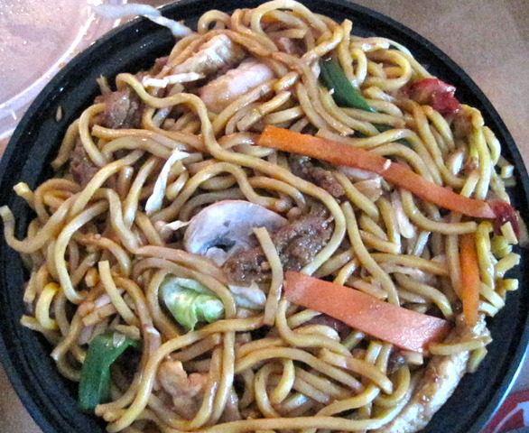 Combination lo mein includes veggies and meat - Lo Mein at Oriental Gourmet Restaurant