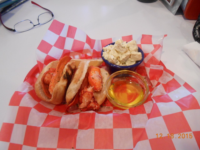 Photo of lunch lobster roll