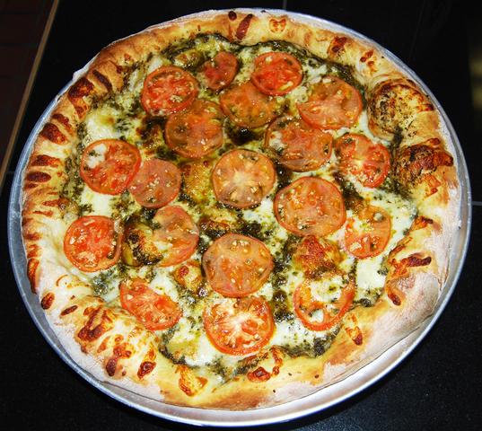 Garlic is optional - Pesto Tomatoe with fresh garlic  at PizzaWings