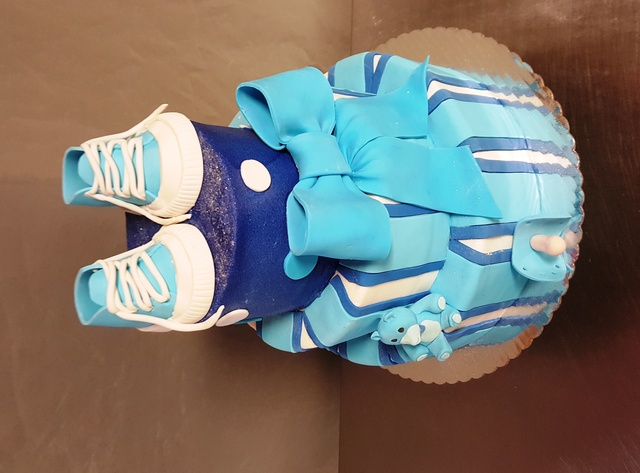 baby shower cake at Selva's Cake Designers