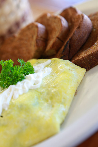 Spinach, mushroom & sour cream omelette at Peach's Restaurant