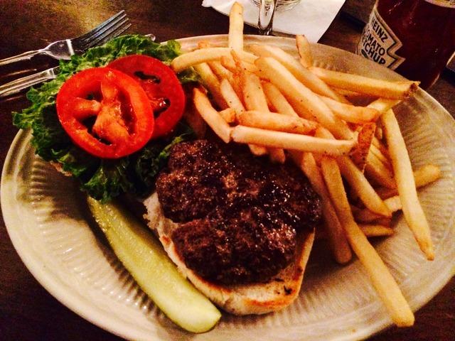 Pub Burger at Pickwick