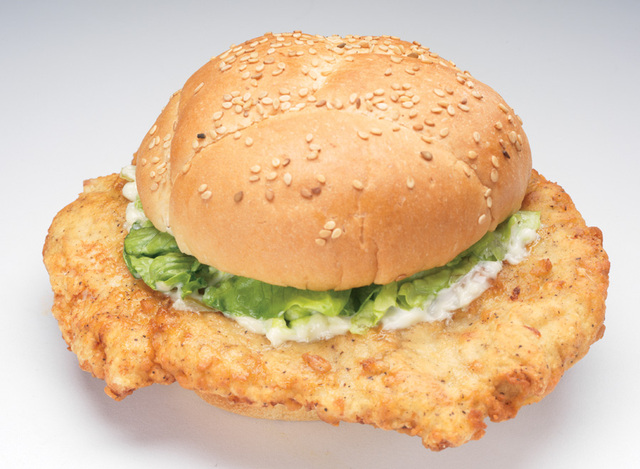 "NEW! BOB'S ""BEYOND THE BUN"" CHICKEN SANDWICH at Big Boy Restaurants"